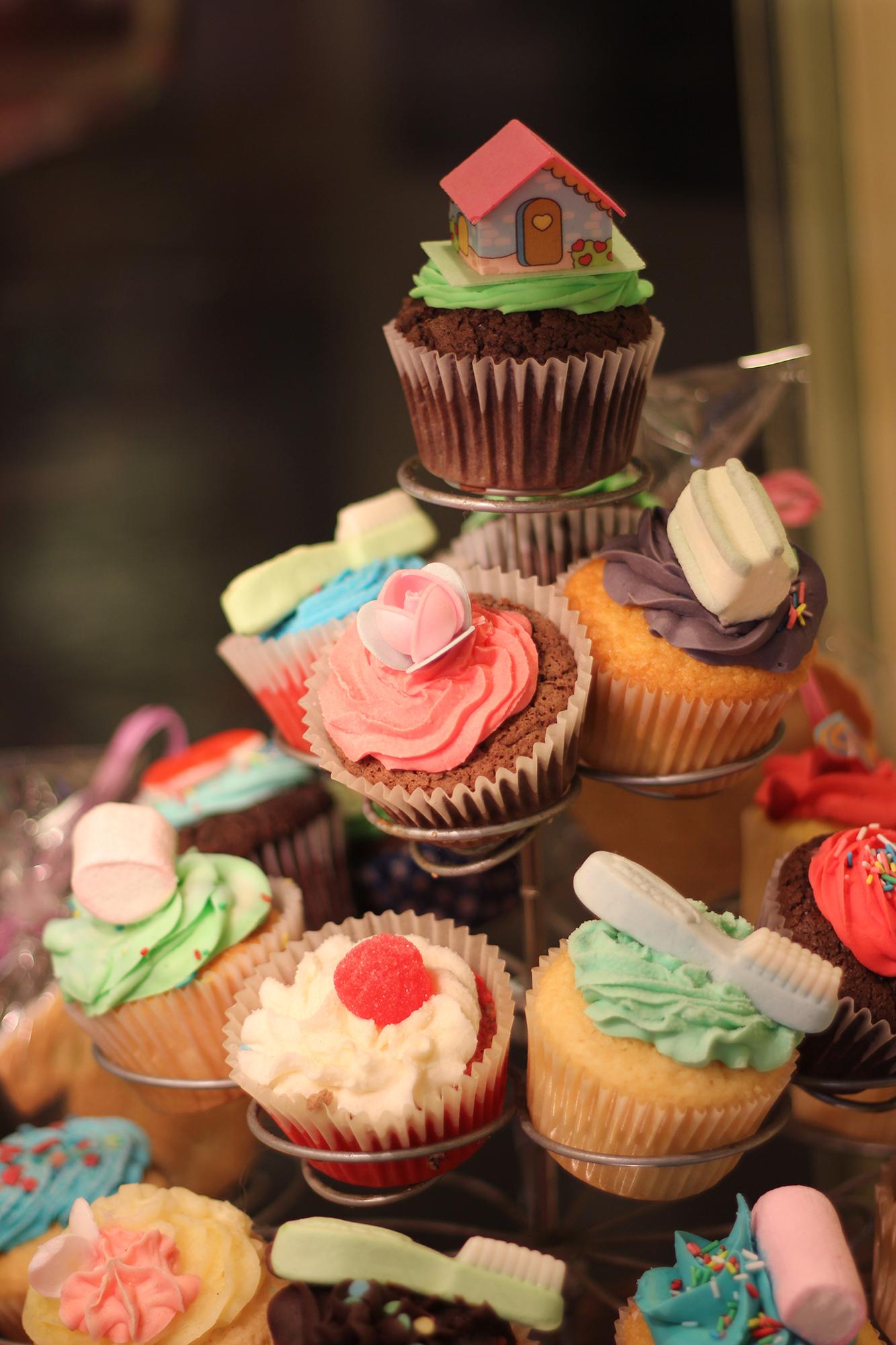 Lolina Café & Happy Day Bakery