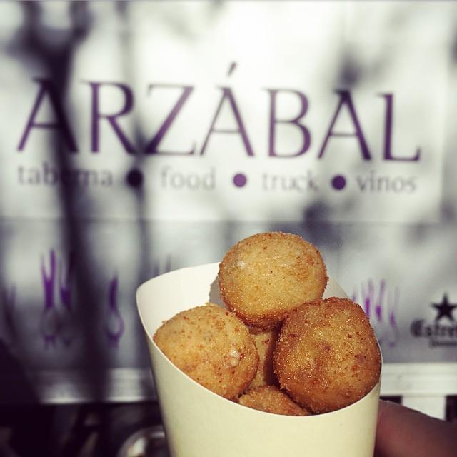 Las #croquetas de @arzabal son una locura. Se que es pronto, pero me zampaba yo ahora este cucurucho... #Madrid #madreat #MadrEatMarket #streetfood #foodie #foodtruck @madreatmarket