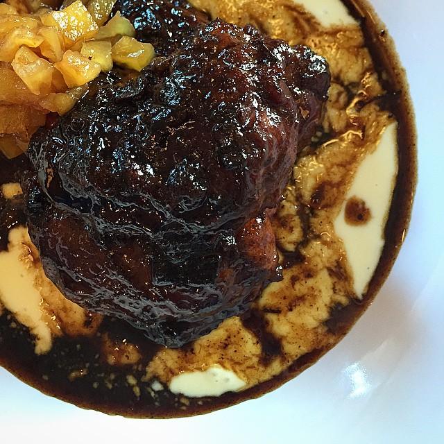#Carrillera de #cerdo estofada con #crema de #patatas y #frutas confitadas ESPECTACULAR #madrid #conelmorrofino