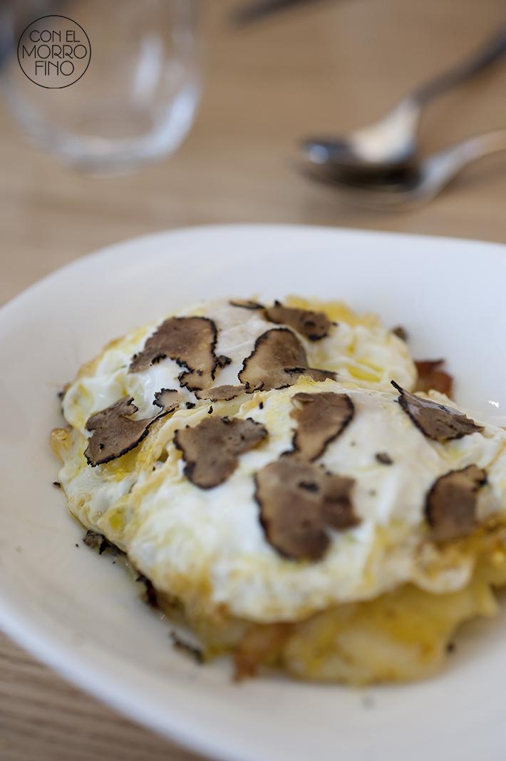 La Vaca y la Huerta Restaurante Huevos de corral ecológicos con patata confitada y trufa negra