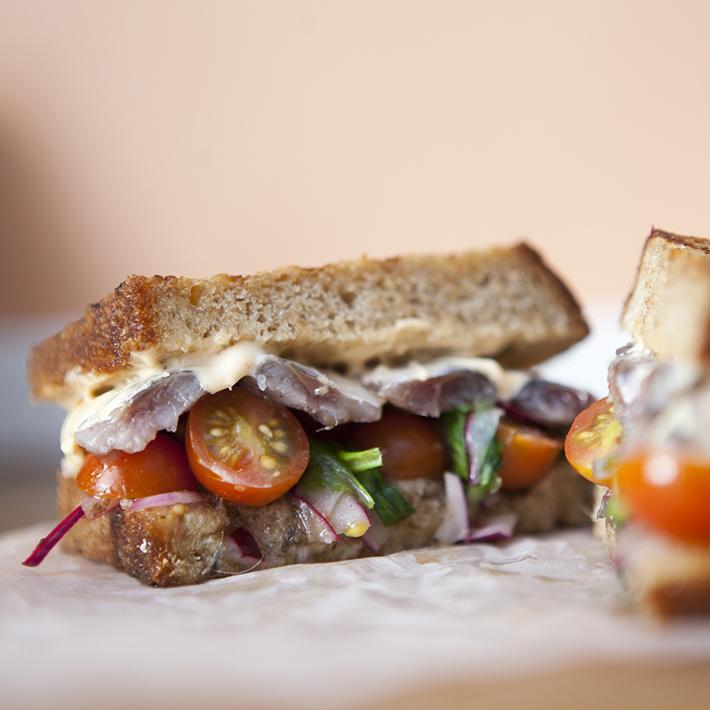 Sándwich Sardinas Crumb