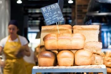No solo de pan vive el hombre portada
