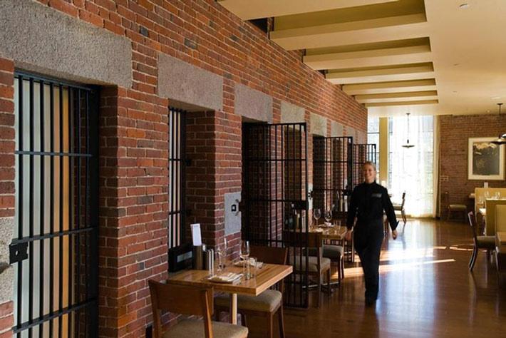 Los restaurantes mas raros del mundo Fortezza Medicea Restaurant