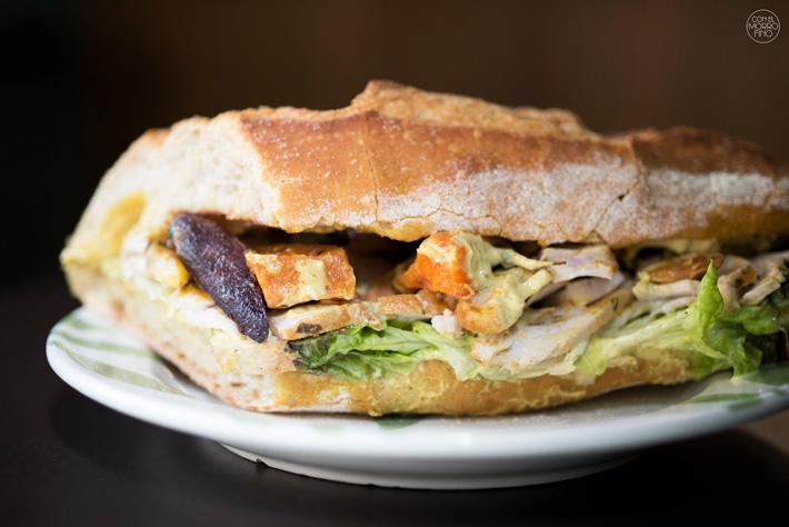 Comer con las manos en Madrid Bocata Cafe Angelica