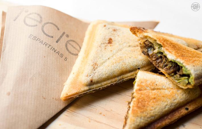 Comer con las manos en Madrid Sandwich Taberna Recreo