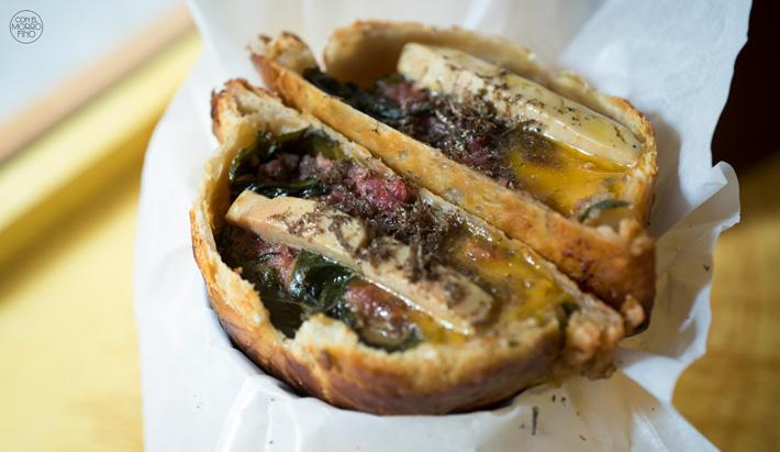 Comer con las manos en Madrid Wellington Burger La Hojaldreria