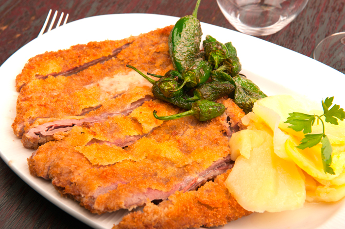 Agenda gastronomica Madrid Restaurante La Charca Cachopo