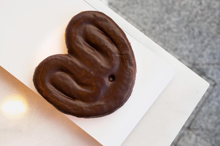 la-mejor-palmera-de-chocolate-de-Madrid-Horno San Onofre
